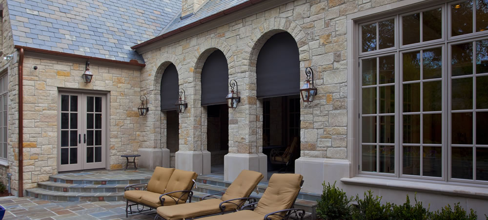 motorized patio shades on Dallas Texas covered patio